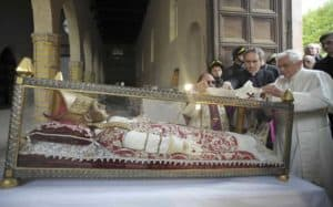 Pope Benedict XVI placing his pallium on the tomb of Pope Celestine V