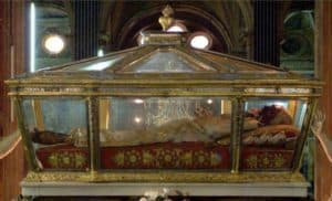 Closeup view of the incorrupt body of Saint Catherine of Genoa