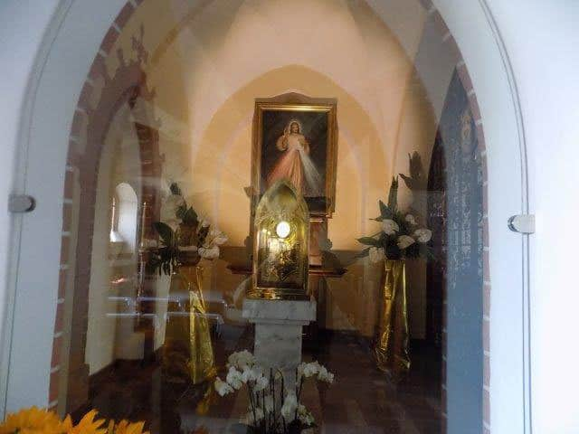 The Eucharistic Miracle is preserved in a side chapel