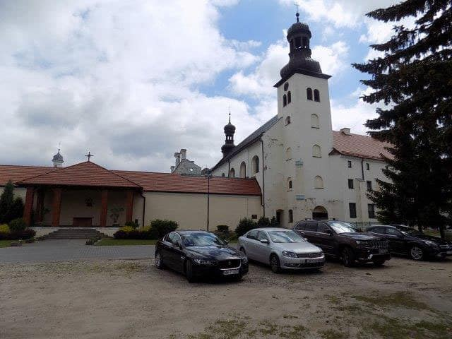 Just a few cars at the Shrine of Our Lady of Skepe when we got there