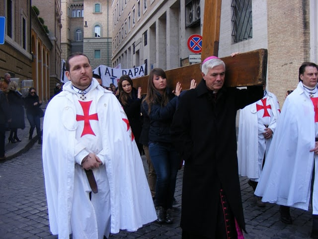 Procession of the WYD cross from the San Lorenzo Center every Friday