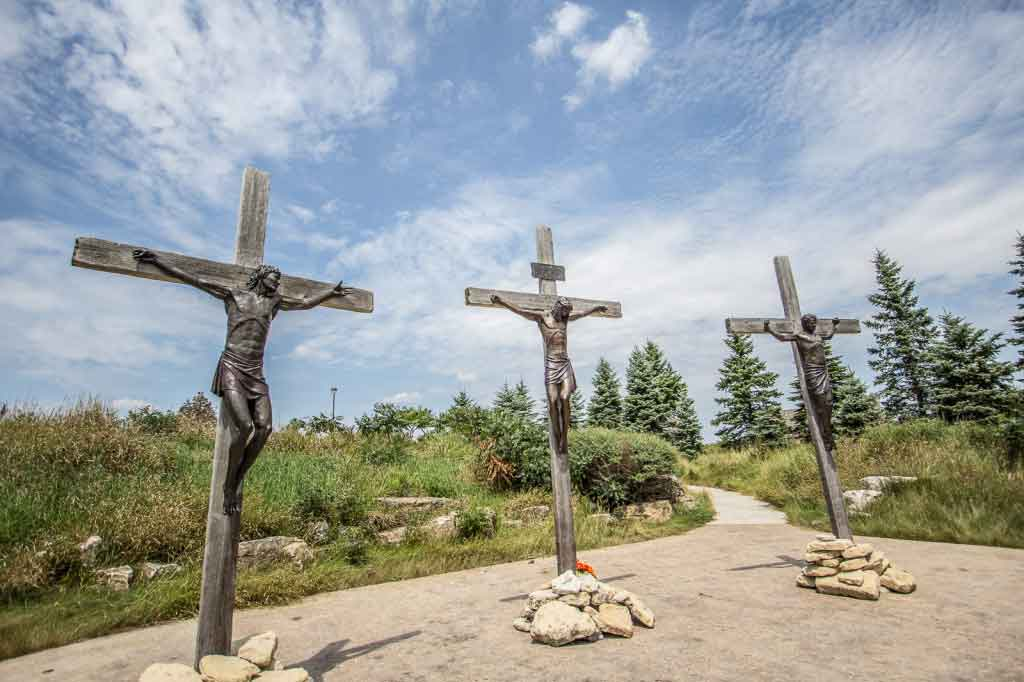 Jesus dies on the cross at Shrine of Christ's Passion in Indiana