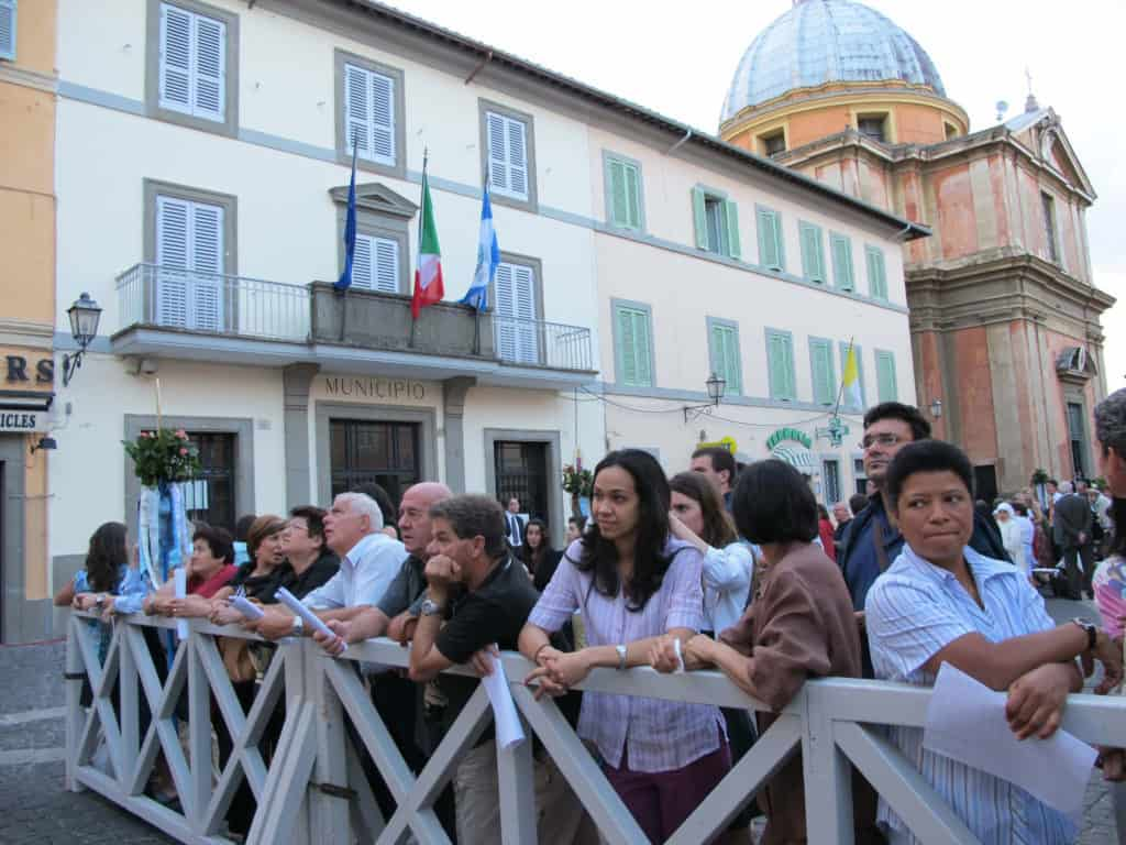 Pilgrims waiting for the Pope to Appear