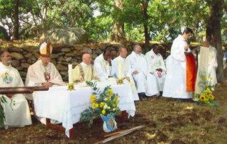 The priests of Sant-Torpez at Mass